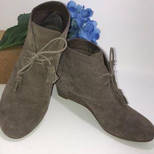 CROWN VINTAGE Spark Suede booties 7 shoes wedge